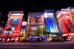 Widok Neonowi znaki i billboard reklamy w Akihabara elektroniki centrum w Tokio, Japonia obraz stock