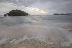 Widok Ngandong plaża, Gunung kidul Zdjęcia Royalty Free