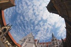 Widok niebieskie niebo z chmurami od wewnętrznego jarda Albrechtsburg kasztel w Meissen, Niemcy Zdjęcia Stock
