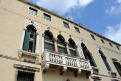 Widok niektóre ulicy Wenecja w pogodnym wiosna dniu i domy obraz royalty free