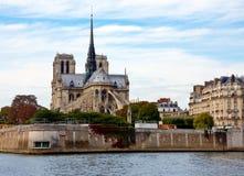 Widok Notre paniusia w Paryż zdjęcia royalty free