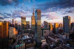 Widok nowożytni budynki przy zmierzchem w w centrum Toronto, Ontario Obrazy Stock