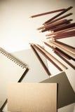 Widok ołówki i papierów prześcieradła zdjęcia stock