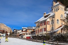 Widok ośrodek narciarski w Alps Obrazy Stock