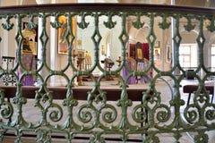 Widok ołtarz przez barów schody chape Obraz Royalty Free