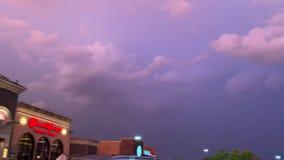360 widok obraca całego niebo burzowy zmierzch i atmosfera purpura & menchie barwimy zdjęcie wideo