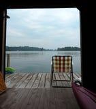 Widok od łódkowatego domu i doku fotografia stock