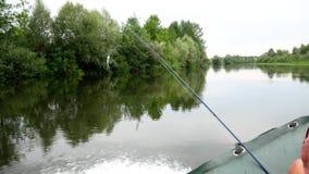 Widok od łódkowatego flisactwa zestrzela rzekę zbiory