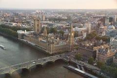Widok od środkowego powietrza od Londyńskiego oka na Londyńskiej architekturze Obrazy Royalty Free