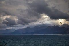 Widok od Antalya quay, Turcja góry na opposite brzeg Obrazy Stock