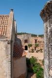Widok od balkonu w podwórze monasteru arkadi obrazy stock