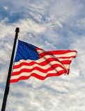 Widok od bellow falowanie flaga Stany Zjednoczone Ameryka Obraz Stock