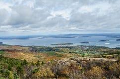 Widok od Cadillac Acadia Halnego parka narodowego w jesieni fotografia stock