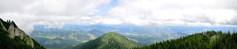 Widok od ceahlau montains nad doliną zdjęcia stock