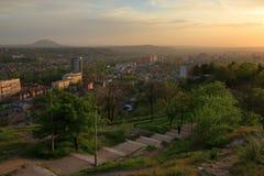 Widok od Chińskiego gazebo przy zmierzchem Pyatigorsk, Rosja Zdjęcia Stock