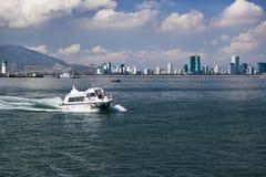 Widok od chiny południowi morza na wybrzeżu i łodzi motorowa Obrazy Stock