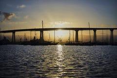 Widok od Coronado wyspy przez Coronado mosta w przemysłowego graniczący z oceanem teren Zdjęcie Stock