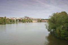 Widok od Czechoslovak legia mosta nad rzecznym Vltava Hradcany w Praga Zdjęcie Royalty Free