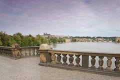 Widok od Czechoslovak legia mosta nad rzecznym Vltava Hradcany w Praga Obraz Stock