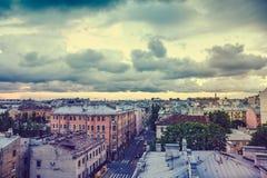 Widok od dachu, Starego miasteczka lub śródmieścia St Petersburg przy zmierzchem w chmurnym dniu, Zdjęcie Stock