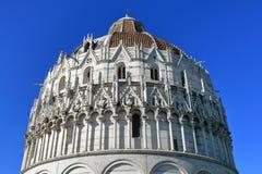 Widok od dna up na Pisa Baptistery, Włochy Zdjęcia Stock
