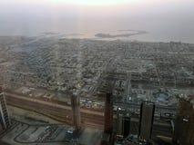 Widok od drapacza chmur puszka na mieście przy zmierzchem w Dubaj Zdjęcia Stock