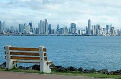Widok od droga na grobli w Amador Panamska miasto linia horyzontu zdjęcie stock