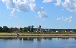 Widok od dzwonkowy wierza katedra wniebowzięcie w Veliky Ustyug Rosja obraz stock