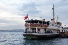 Widok od Eminonu promu portu w Istanbuł, Turcja obraz royalty free