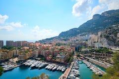 Widok od fortecy na luksusie stwarza ognisko domowe jachty w Monaco Zdjęcia Stock
