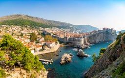 Widok od fortu Lovrijenac Dubrovnik Stary miasteczko w Chorwacja przy zmierzchu światłem zdjęcia stock