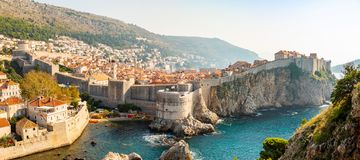 Widok od fortu Lovrijenac Dubrovnik Stary miasteczko w Chorwacja przy zmierzchu światłem zdjęcie royalty free