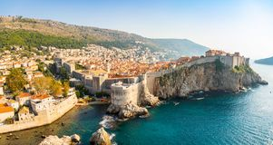 Widok od fortu Lovrijenac Dubrovnik Stary miasteczko w Chorwacja przy zmierzchu światłem obrazy royalty free
