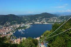 Widok od funicular Como jeziora, punkt widzenia na jeziorze i miasto z górami na dnie, Lombardy Włochy lato 2016 Zdjęcie Stock