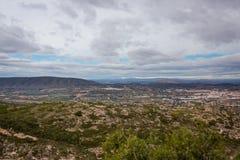 Widok od halnego wierzchołka miasteczko w Hiszpania obrazy stock