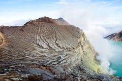 Widok od Ijen krateru, siarka opar przy Kawah Ijen, Vocalno w Indenesia obraz stock