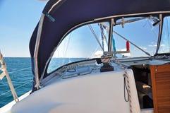 Widok od jachtu przy morzem podczas dennego transportu Obraz Royalty Free