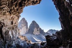 Widok od jamy na dwa szczyty, Tre Cime trzy/ obrazy royalty free