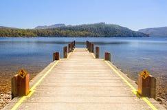 Widok od jetty przy jeziora St Clair, Tasmania - Fotografia Stock