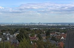 Widok od kronberger kasztelu na linii horyzontu Frankfurt magistrala, - Am - fotografia royalty free