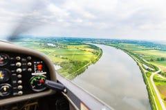 Widok od latającego sporta samolotu nad rzeka krajobrazem Obrazy Stock