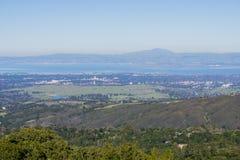 Widok od linia horyzontu autostrady w kierunku Palo Alto i Menlo parka, Krzemowa Dolina, San Francisco zatoki teren, Kalifornia obrazy royalty free