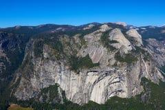 Widok od lodowa punktu w Yosemite parku narodowym fotografia royalty free