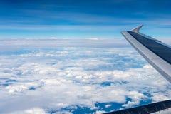 Widok od lotniczego samolotu, niebo i chmura przy świtem od płaskiego ` s, meandrujemy zdjęcia royalty free
