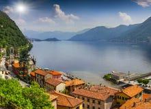 Widok od miasteczka Argegno, na Jeziornym Como Obraz Royalty Free