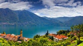 Widok od miasteczka Carate Urio na Jeziornym Como, Fotografia Royalty Free