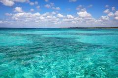 Widok od morza karaibskiego na brzegowy Dominikańskim Fotografia Royalty Free