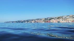 Widok od morza Posillipo wzgórze, Naples i błękitny, nawadnia Zdjęcie Royalty Free