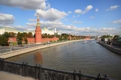 Widok od mosta na Moskwa rzeczny i Kremlowski zdjęcie stock