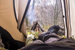 widok od namiotu na ogieniu Zdjęcie Royalty Free